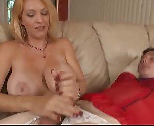 Belle-mère punit son beau-fils